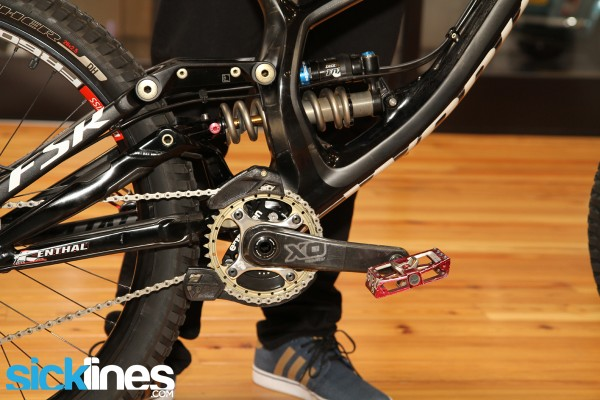 , Aaron Gwin's 2013 World Cup Downhill Bike – Specialized Carbon Demo 8
