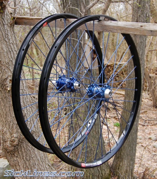 2009 Industry Nine Enduro wheelset blue
