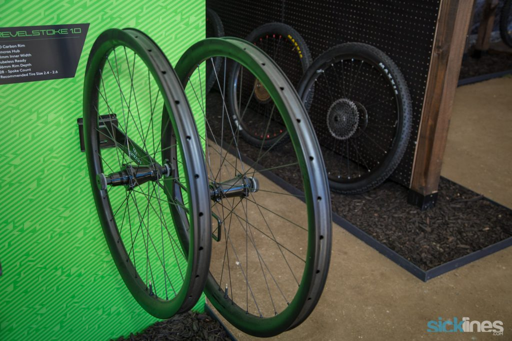 , Syncros Full Carbon Silverton SL Wheelset , Wolftooth Headsets , Scott Sports Genius